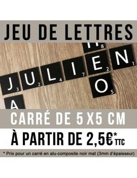 Jeu de lettres en carré de 5 x 5 cm en alu noir et lettre blanche