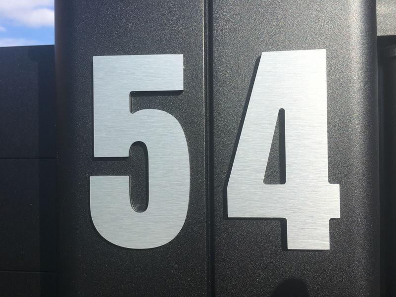 noms et chiffres d coratifs de maison personnalis s en alu composite bross. Black Bedroom Furniture Sets. Home Design Ideas