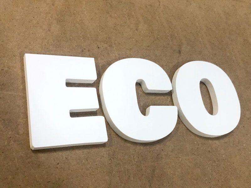 Découpe de grandes lettres PVC expansé blanc