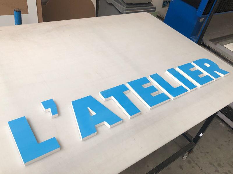 Lettres enseigne PVC extérieure pour un atelier
