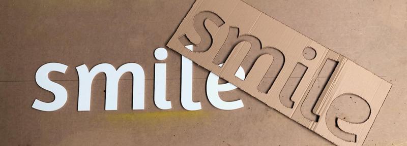lettres découpées PVC avec plan de pose carton