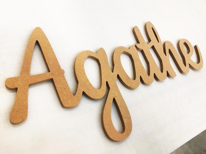 Prénom en lettres attachés bois pour Agathe