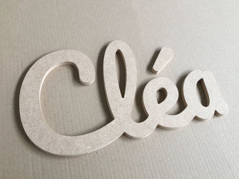 Prénom en bois en lettres attachées pour Cléa