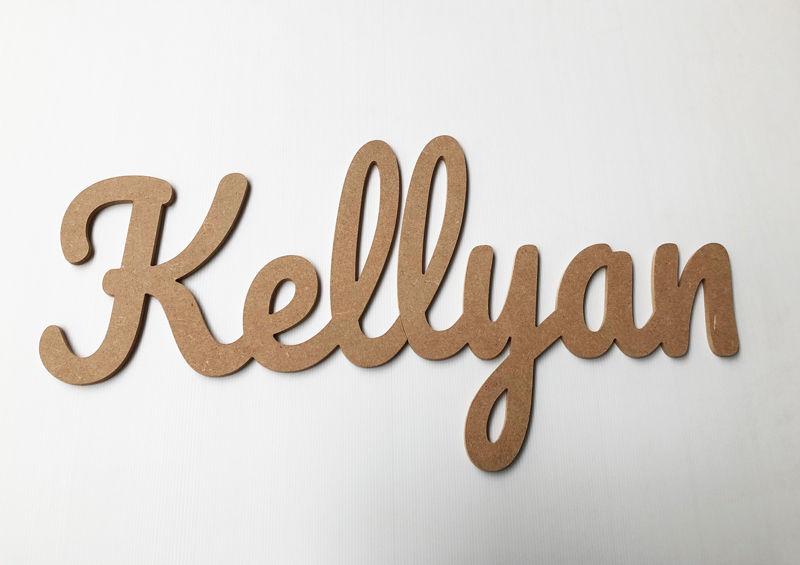 Prénom découpé bois pour Kellyan